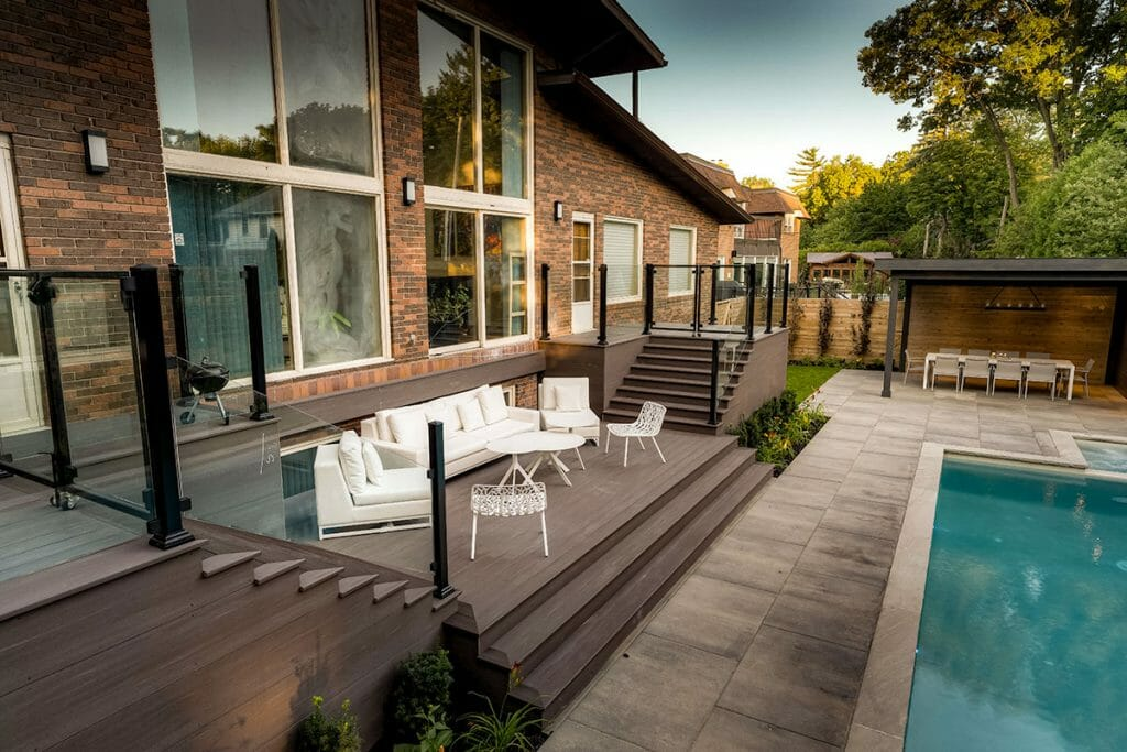 Complete Toronto Deck Construction by The Toronto Landscaping Company