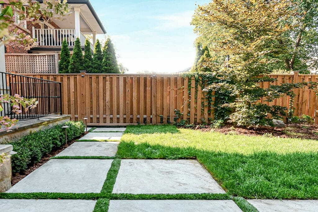 Small Backyard Landscaping Project, by Toronto Landscaping; M.E. Contracting.