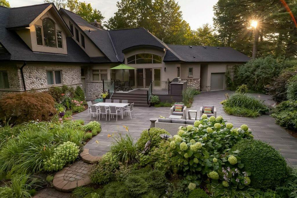 Toronto Landscaping Company - Patio Design & Interlocking Project on Chine Drive