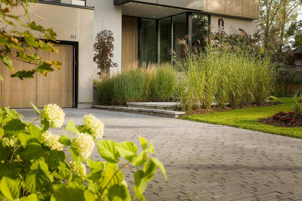 Toronto Landscape Company; M.E. Contracting Modern Landscaping & Interlocking Project.