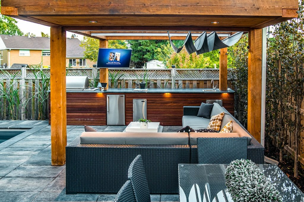 Toronto Landscaping Contractors, Woodworking & Landscape Design Project For Small Backyard in Toronto.